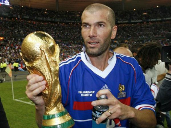 """Zidane: """"Tôi chỉ uống nước lọc và không tới quán bar"""""""